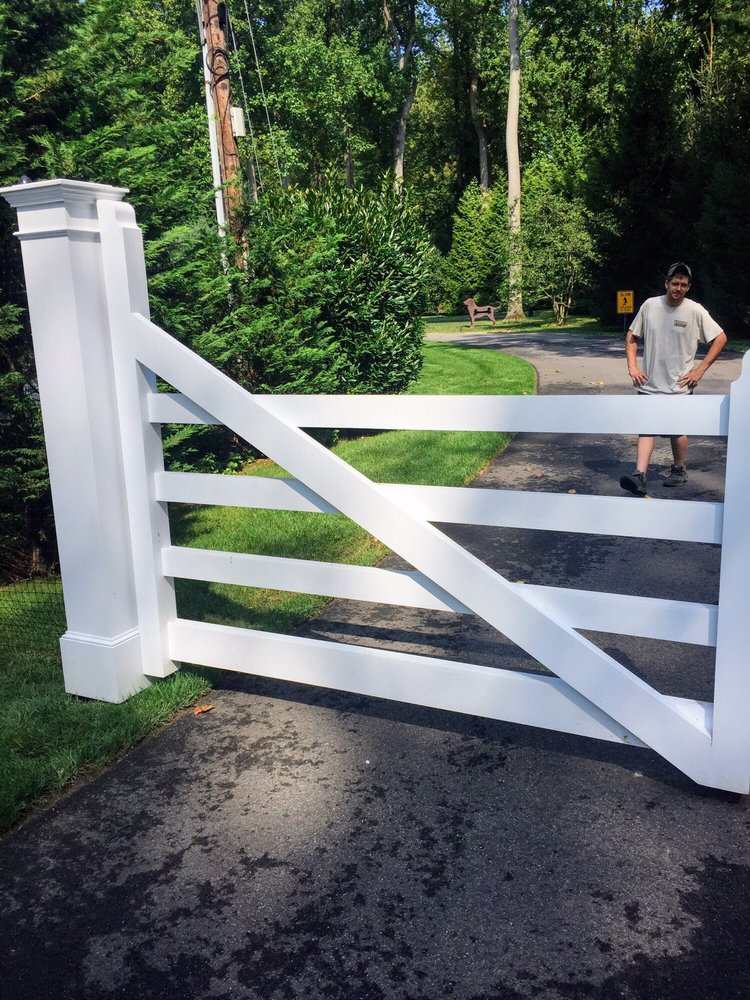 Victorian Fence: 2559 Middle Country Rd, Centereach, NY
