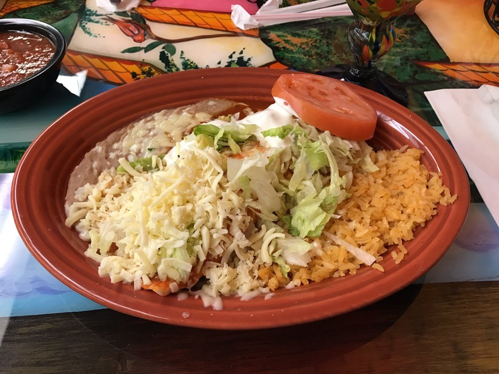 La Cabana Mexican Restaurant: 13060 N Highway 24, Lewistown, IL