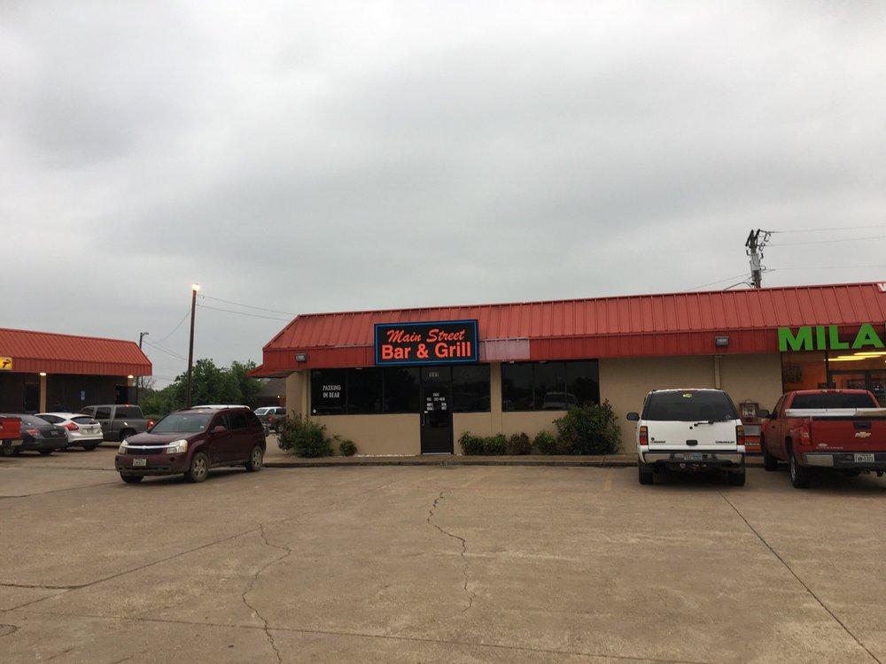 D&D Main Street Bar: 111 W Main St, Gun Barrel City, TX