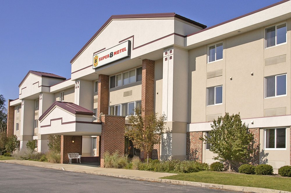 Super 8 by Wyndham State College: 1663 S Atherton St, State College, PA