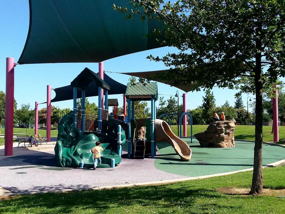 Del Lago Park: N Laspina St, Tulare, CA