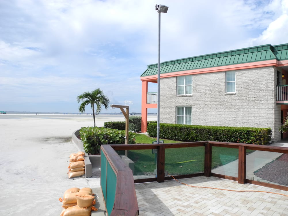 holiday inn hotel fort myers beach closed 29 photos. Black Bedroom Furniture Sets. Home Design Ideas