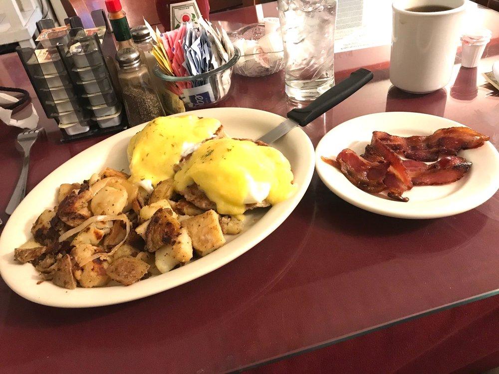 Whitehouse Restaurant and Bar: 93-95 Milton Ave, Ballston Spa, NY