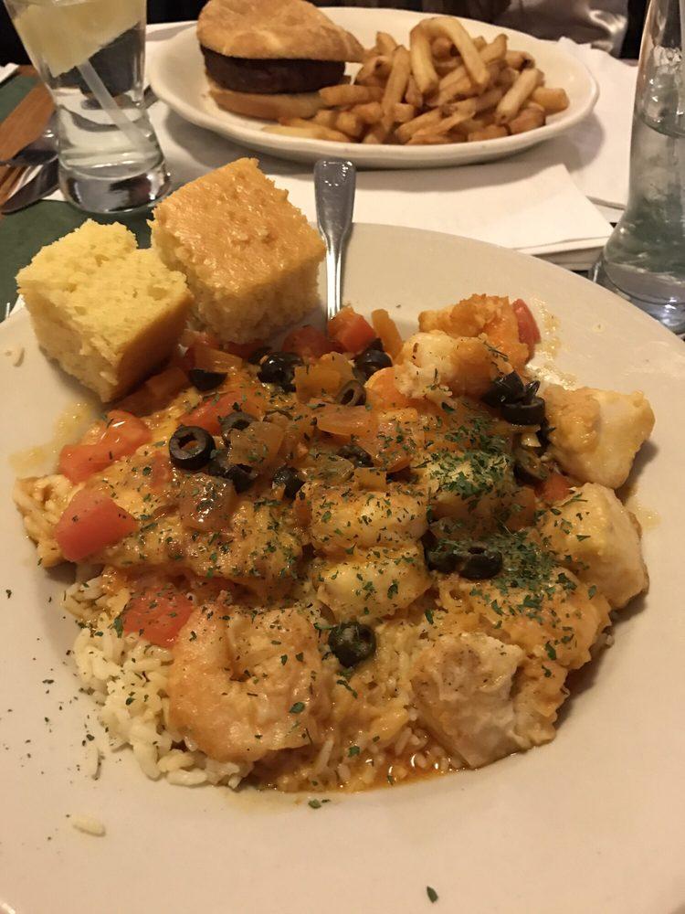 Blue Point Restaurant: 6 Dayton St, Acushnet, MA