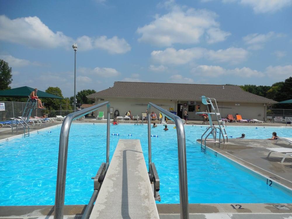 Meadows Community Center & Pool: 13935 Meadow Ridge Rd, Omaha, NE