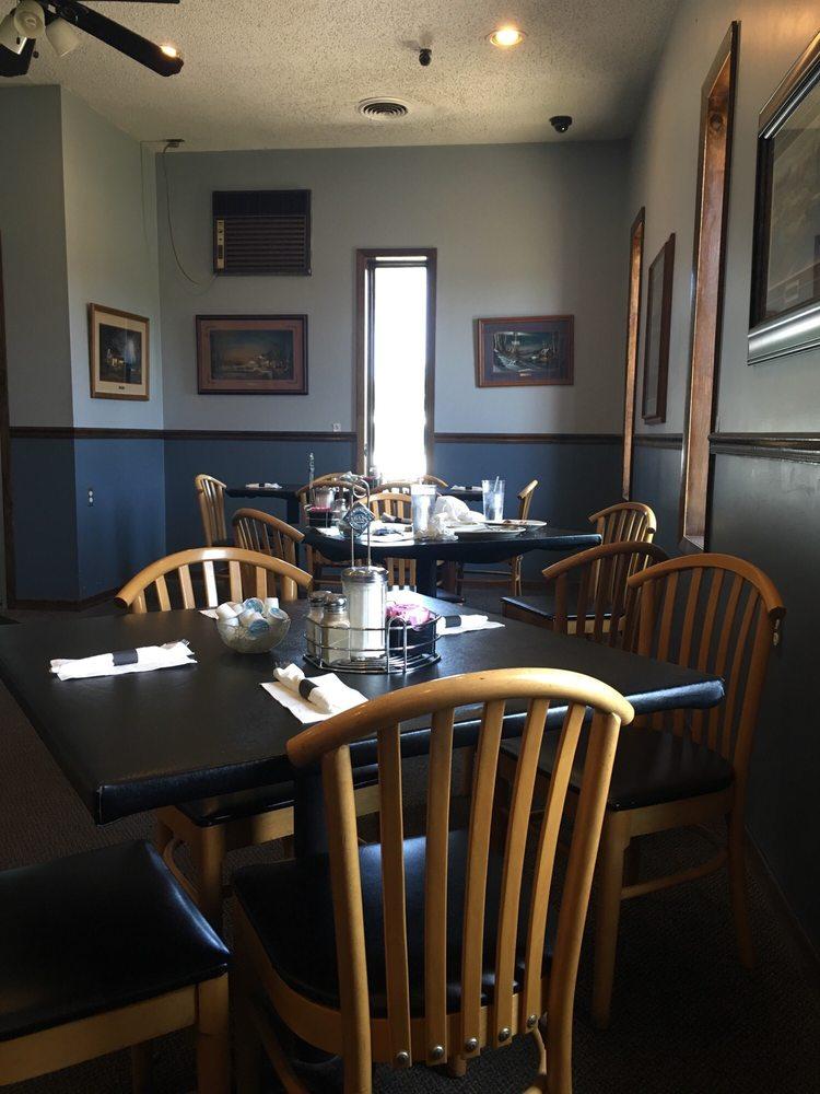 Leona's Restaurant: 8801 E Howard City Edmore Rd, Vestaburg, MI