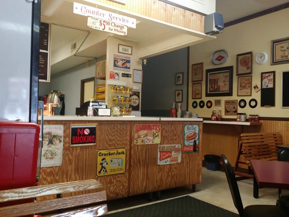 Robertson's Sandwich Shop: 2712 Bragg Blvd, Fayetteville, NC