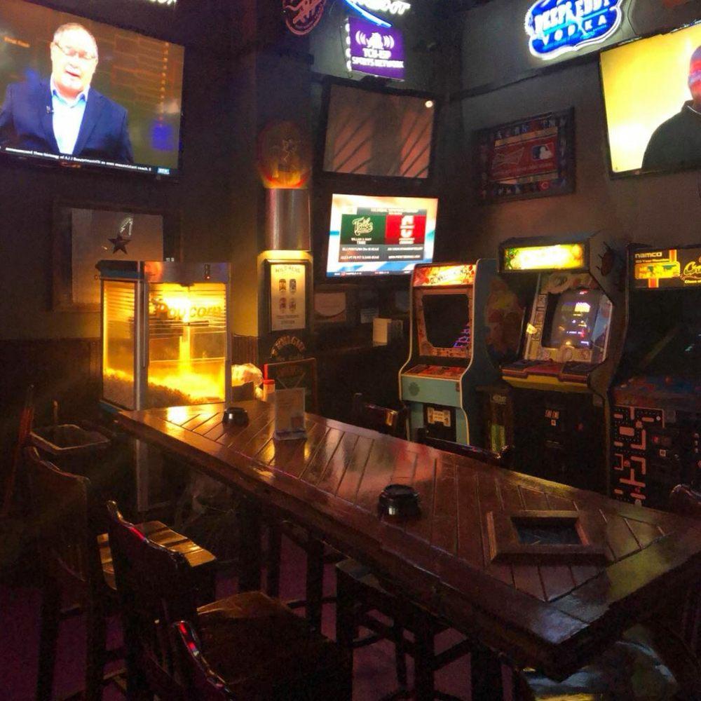 Woody's Tavern: 4744 Bryant Irvin Rd, Fort Worth, TX