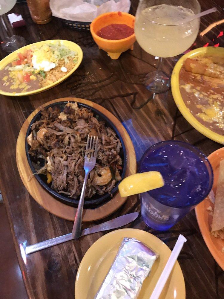 Reyes Mexican Grill & Bar: 2015 Hwy 15 N, Laurel, MS