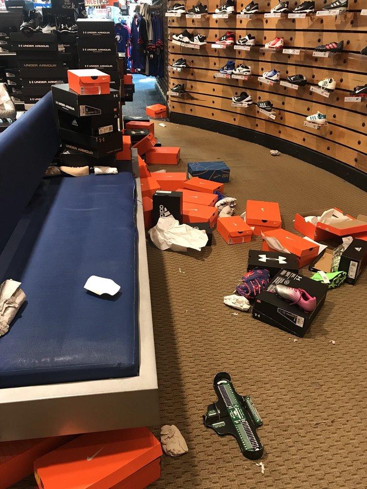 DICK'S Sporting Goods: 2611 Preston Rd, Frisco, TX