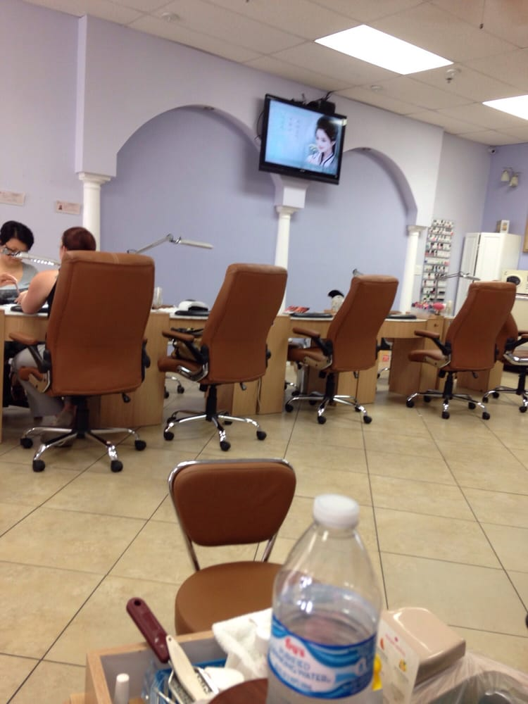 Le nails closed 11 photos nail salons 6115 s 51st for A salon on 51st ave