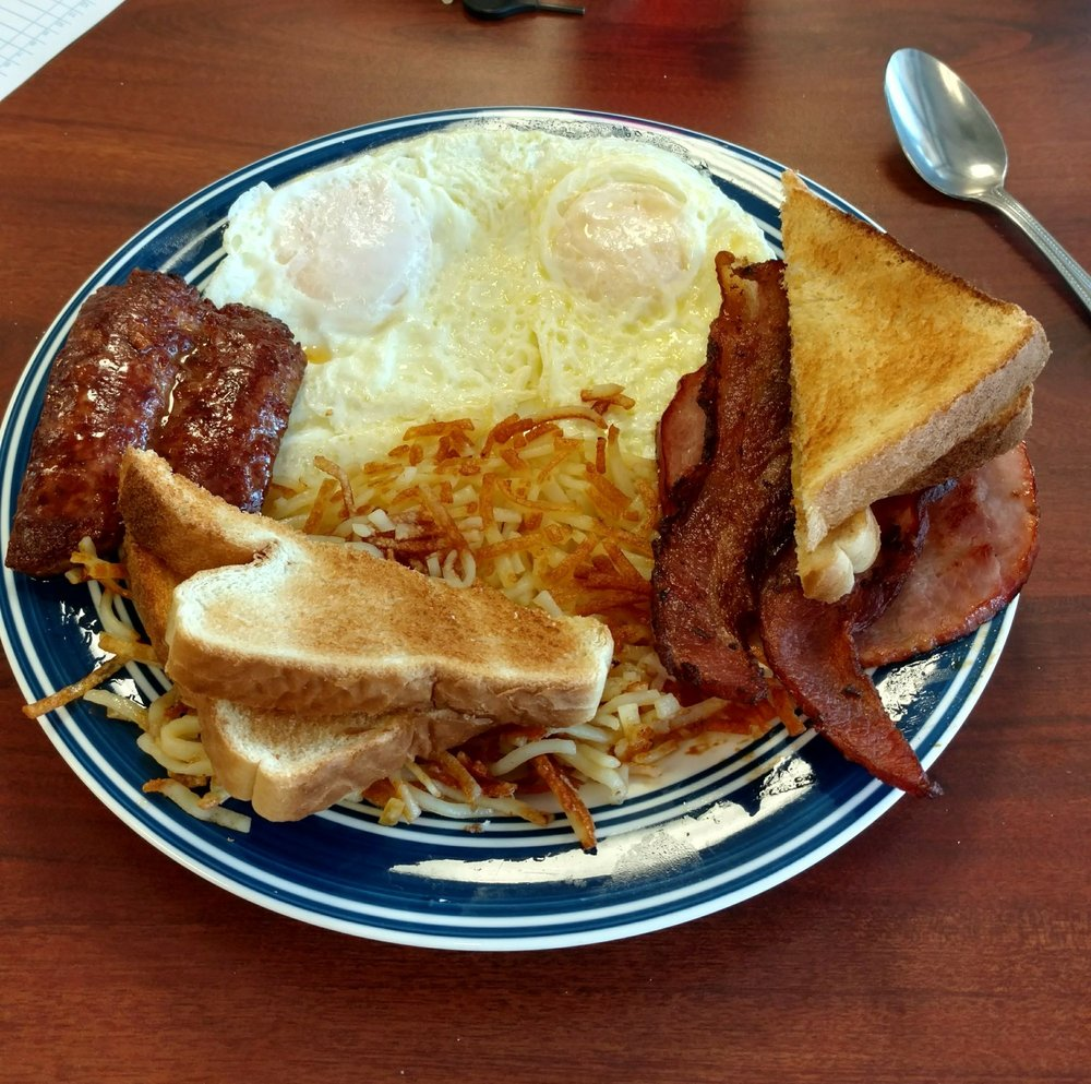Howie's Cafe: 9483 Lee Rd 246, Smiths Station, AL