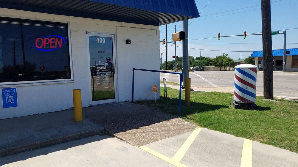 Jack's Clip Joint: 400 Crestview Dr, Kennedale, TX