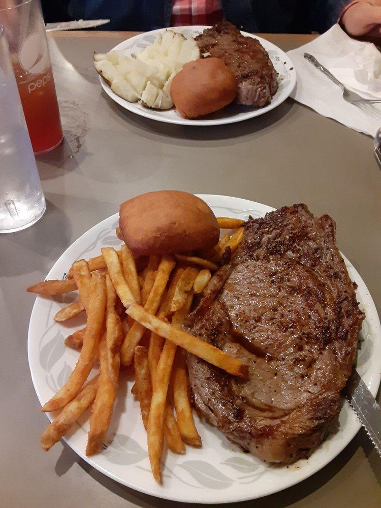 Springhouse Cafe: 1413 E Main, Van Buren, MO