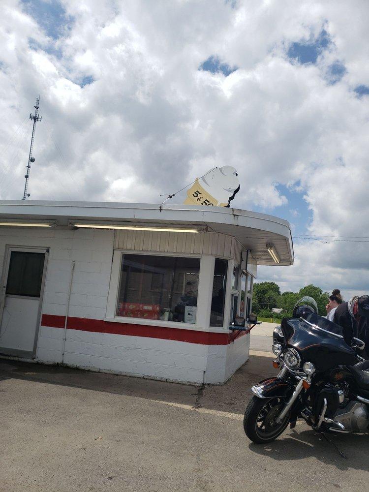5 & 50 Drive-In: 318 Hwy 50, Tipton, MO