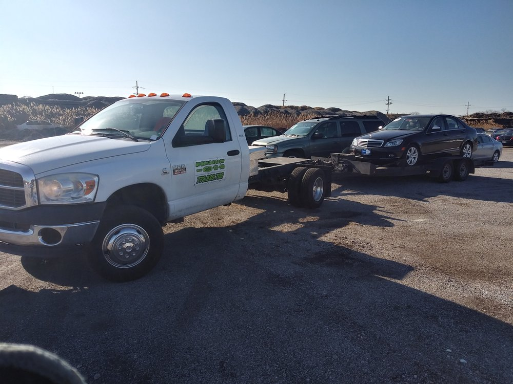 Photo of Phenomenal Auto Towing & Recycling: Chicago, IL