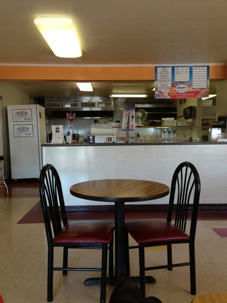 Pizza Palace: 555 E 28th Division Hwy, Lititz, PA