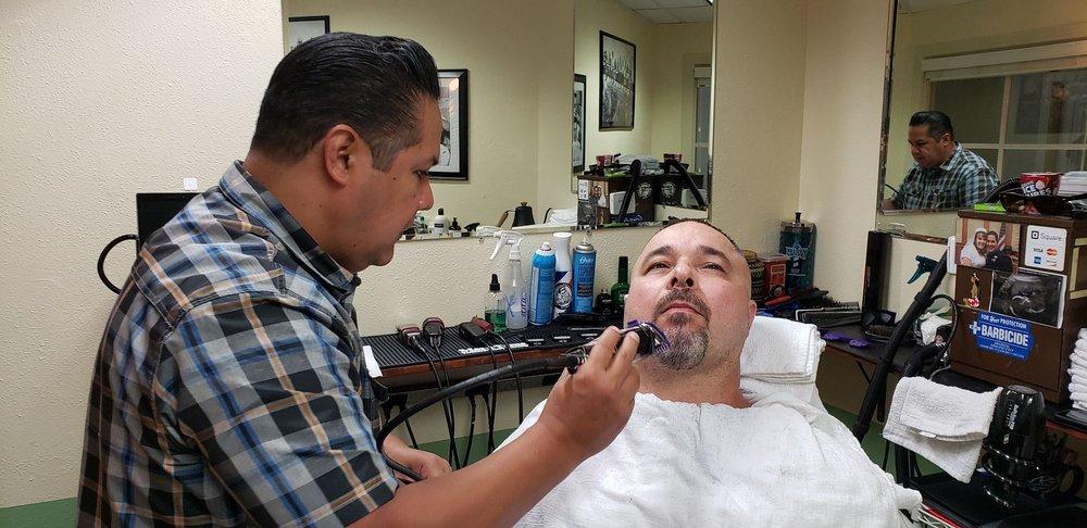 D's Barbershop: 999 E Basse Rd, San Antonio, TX
