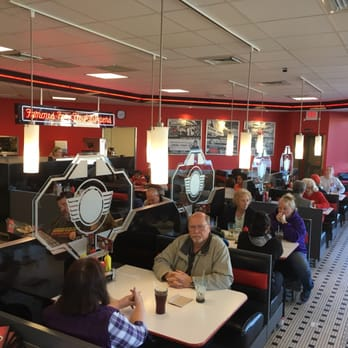 Steak n shake 43 photos 71 reviews burgers 6413 for Steak n shake dining room hours