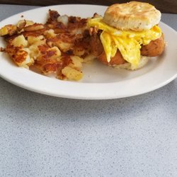 Photo Of Lindy S Restaurant Fayetteville Nc United States Fried En And Biscuit
