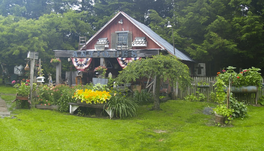 We Re Crushing On The Primitive Country Decor In This City: Simply Primitive Antiques And Country Decor