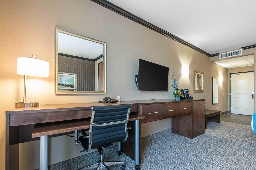 The Heritage Inn & Suites, an Ascend Hotel Collection Member: 1212 Stone Creek Dr, Garden City, KS