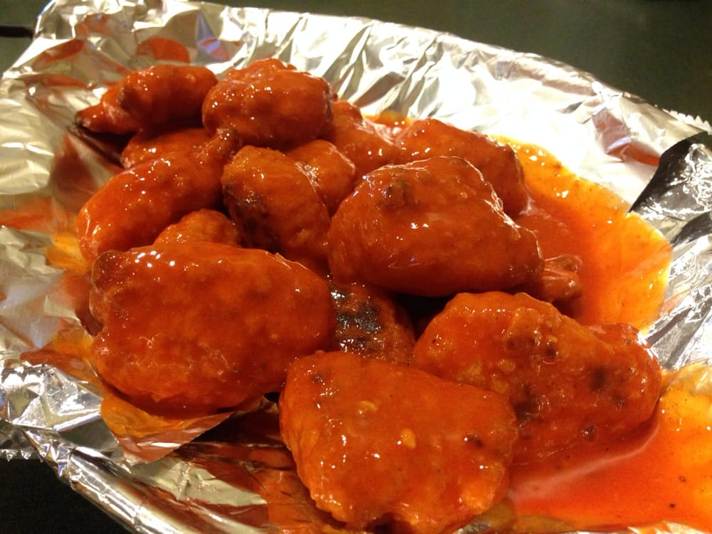 Round Table Pizza Wings.16 Pieces Of Hot Buffalo Boneless Wings For 9 99 Tax Yelp