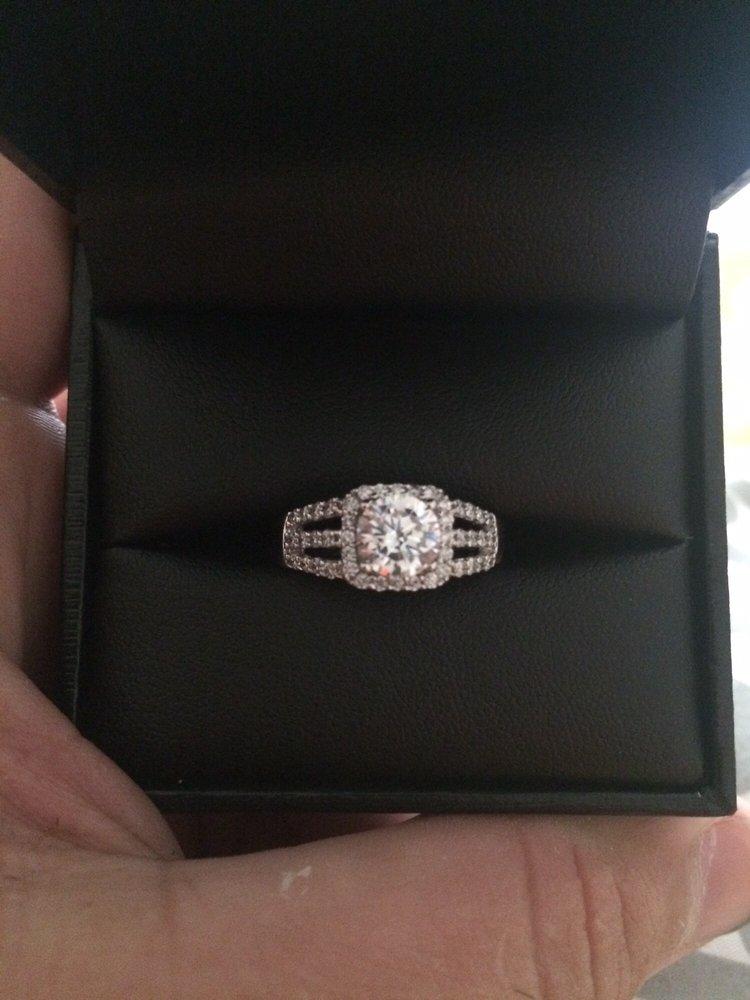 Samuels Jewelers: Claypool Hill Mall, Cedar Bluff, VA