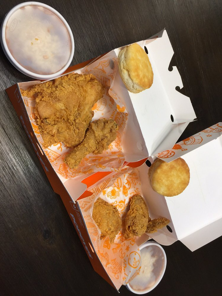 Popeyes Chicken and Biscuits: 314 S Bryant St, San Angelo, TX
