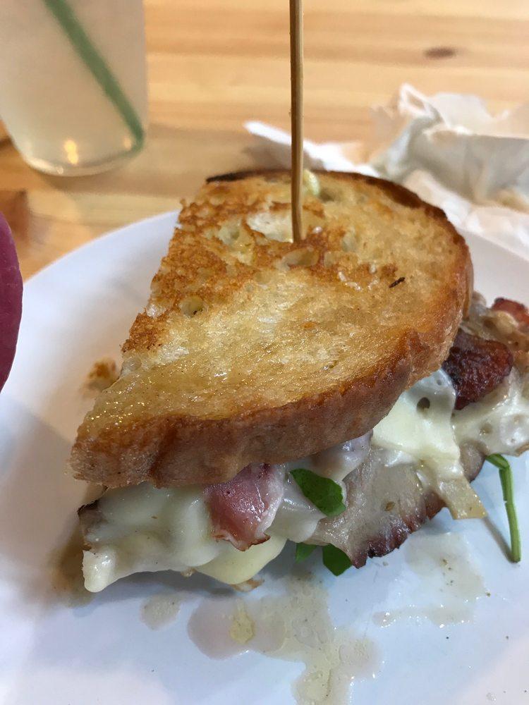 The Humble Pig Cafe: 115 E Main St, Molalla, OR