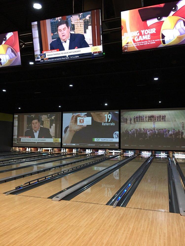 Showplace Cinemas - Newburgh: 8099 Bell Oaks Dr, Newburgh, IN