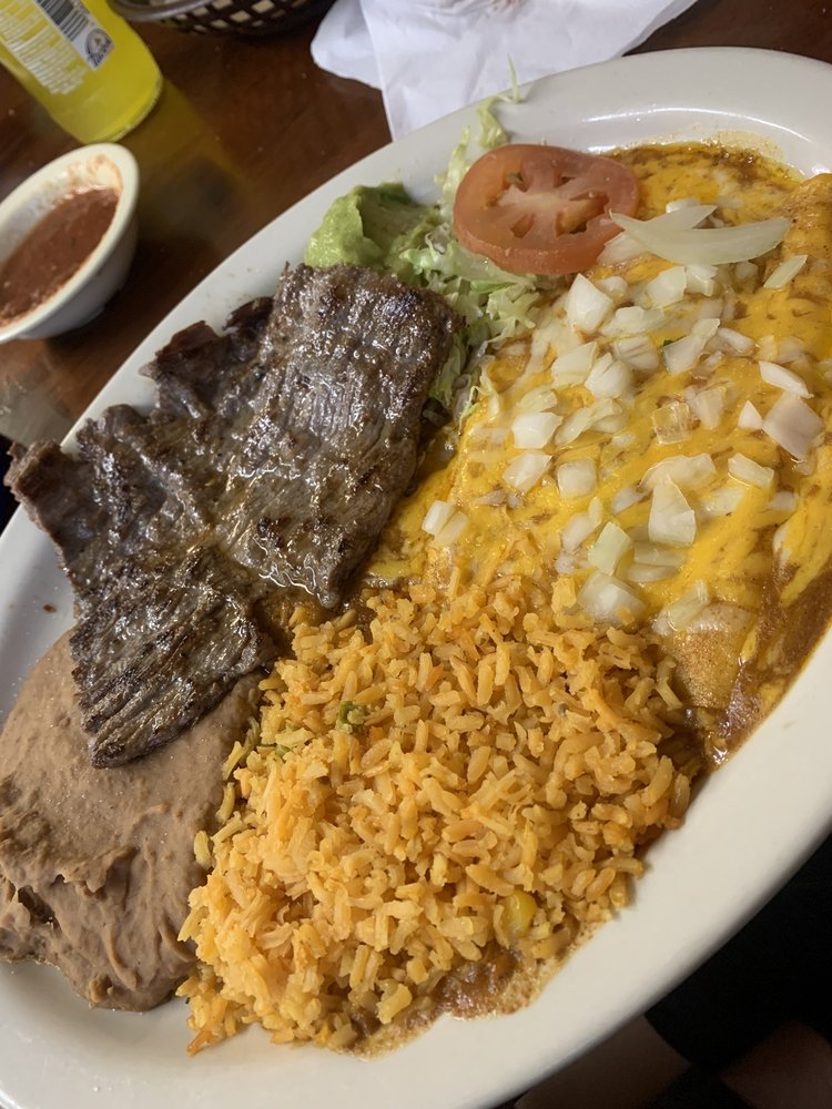 El Charro Mexican Grill & Bar: 611 N Avenue G, Clifton, TX