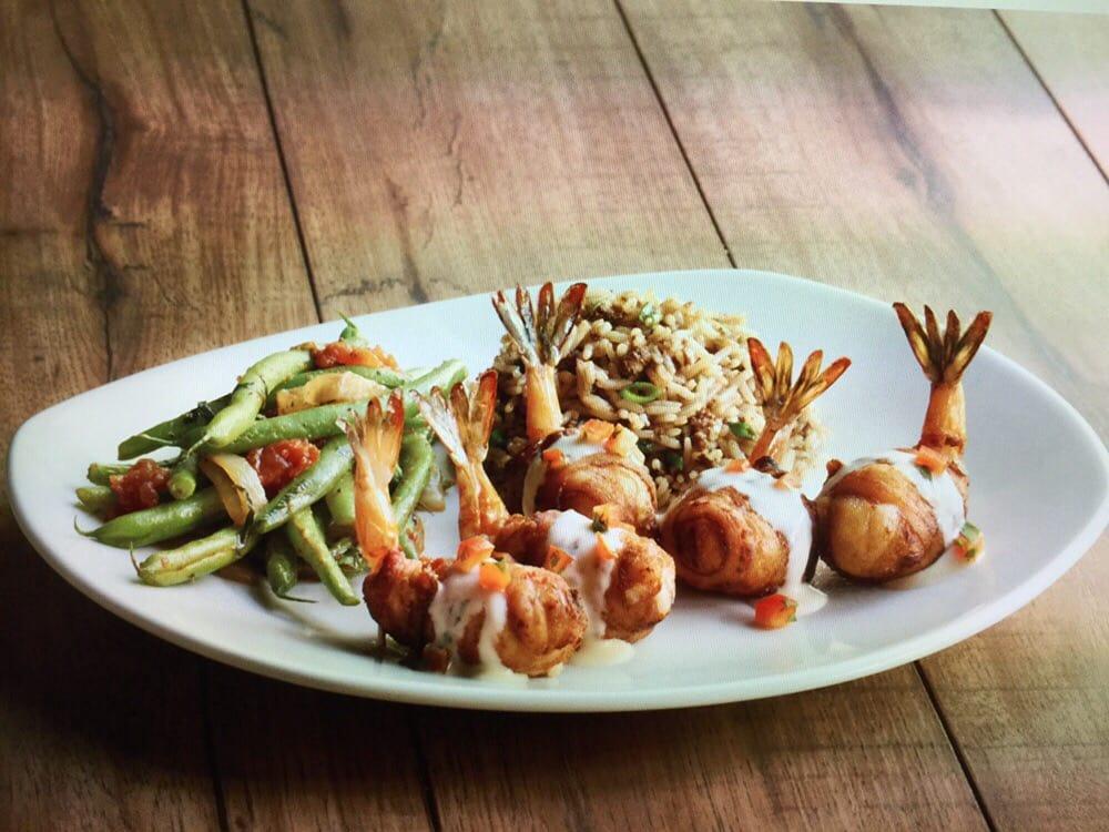 Landry's Seafood House: 8000 Lakeshore Dr, New Orleans, LA