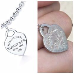 Photo de Tiffany & Co - New York, NY, États-Unis. The rusted necklace I received.
