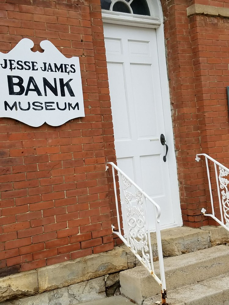 Jesse James Bank Museum: 103 N Water St, Liberty, MO