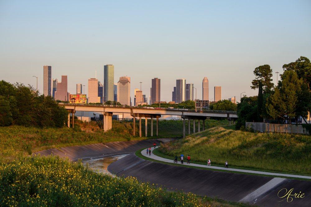 White Oak Bayou Trail: 2001 W 11th St, Houston, TX