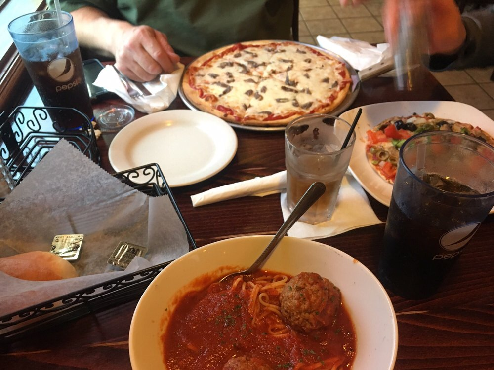 Romano's Pizzeria & Lounge: 50 Union Rd, Evansville, WI