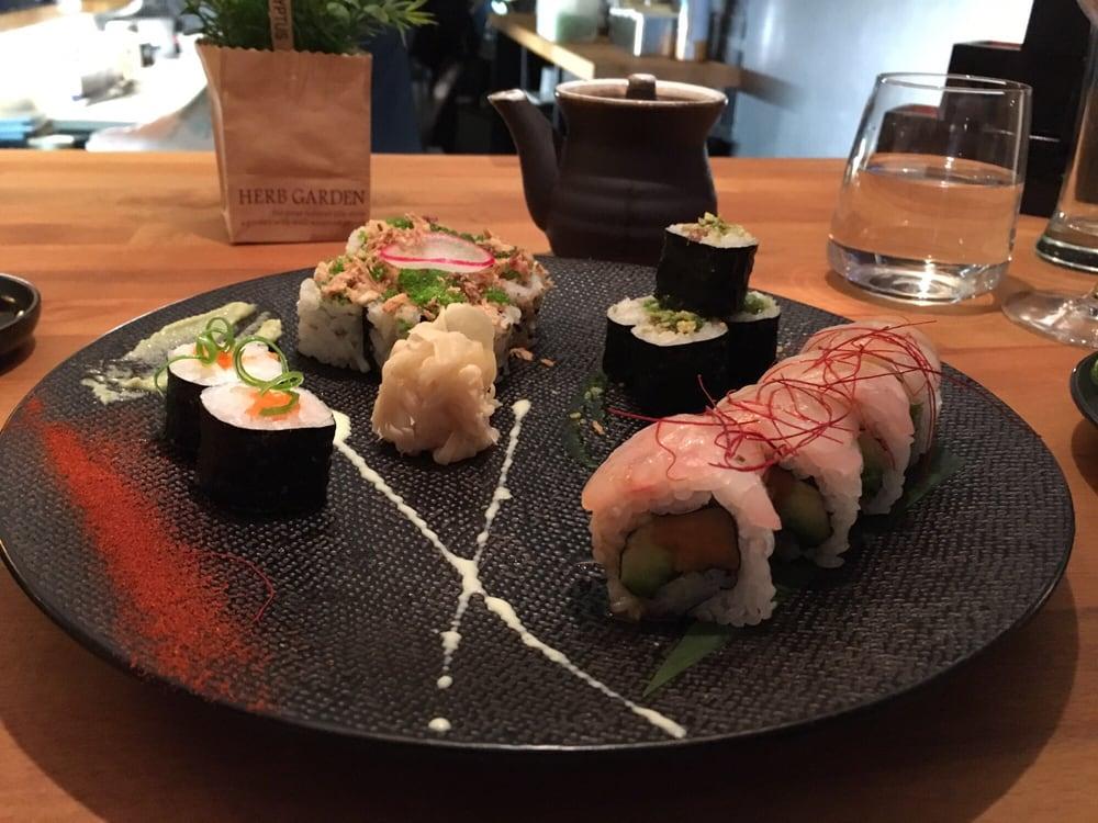 Aroma sushi japanese 68 rue boisnet angers france for Aroma japanese cuisine restaurant