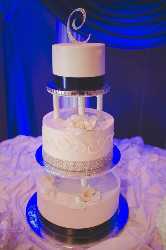 Wedding Cake 3 Tiers Separated By Pillars Blue Ribbons And Silver