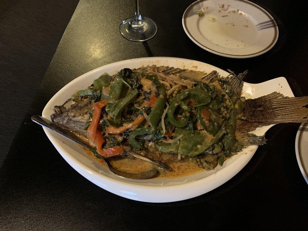 On's Thai Kitchen: 1613 University Ave W, Saint Paul, MN