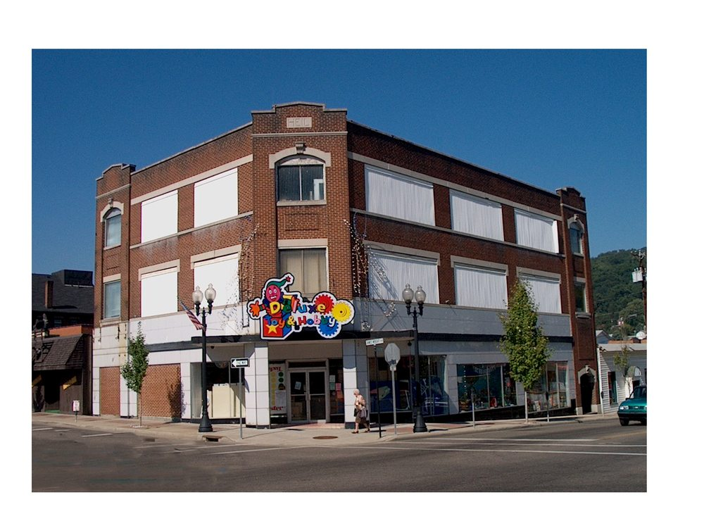 Deluxe Toy & Hobby: 501 Hanover St, Martins Ferry, OH