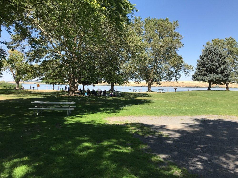 Charbonneau Park: Burbank, WA