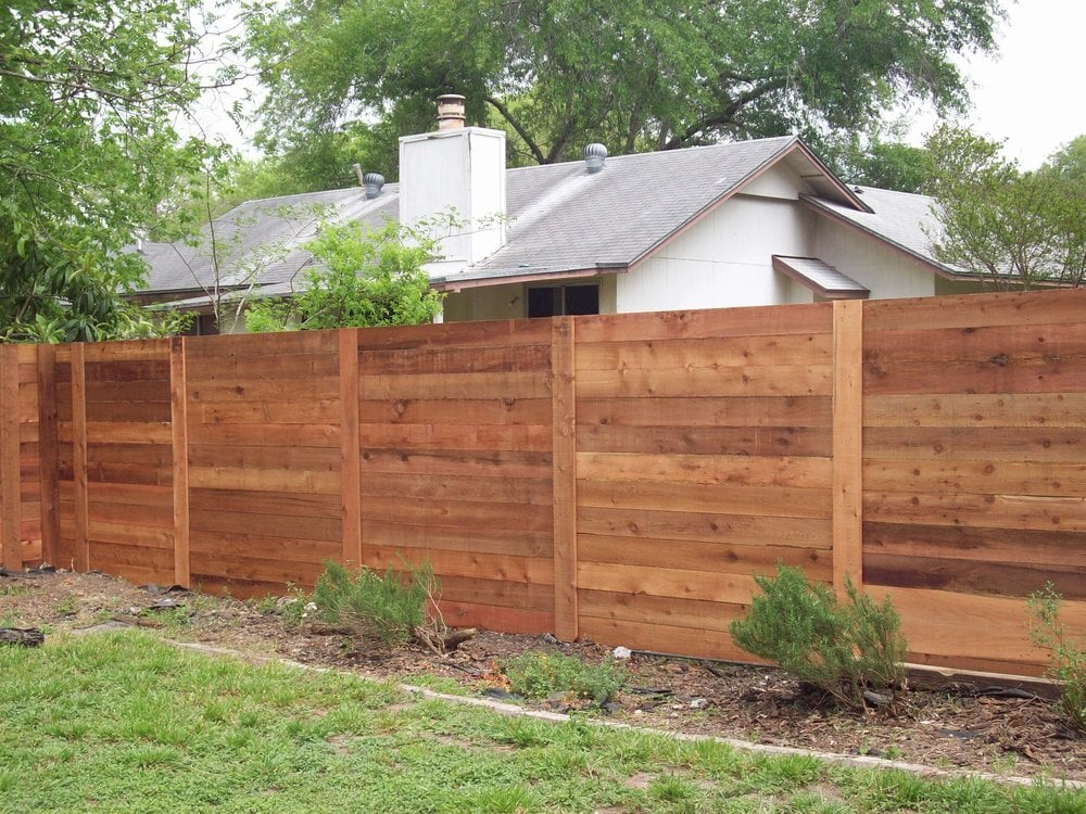 Modern horizontal fencing in austin is catching on fast for Privacy barrier ideas