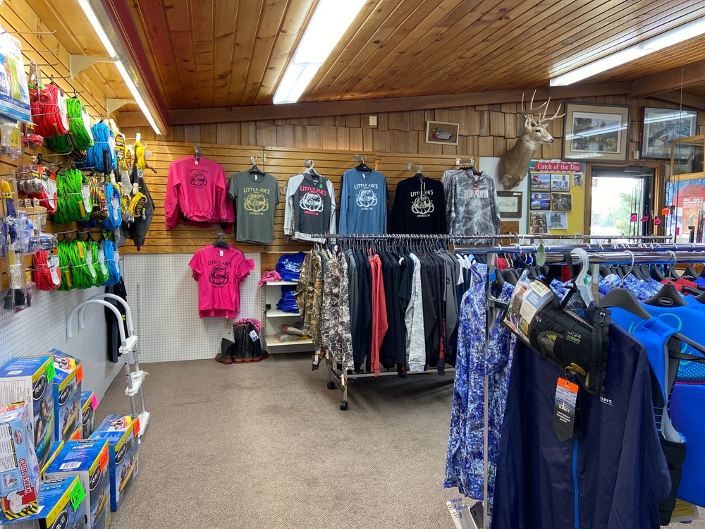 Little Jim's Sports: 900 Elm St E, Annandale, MN