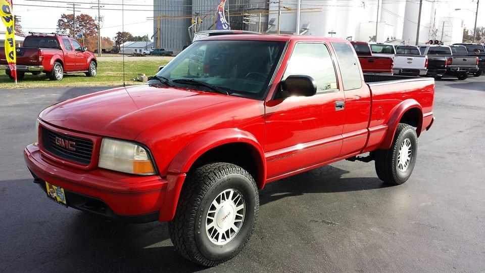 Si Vallett Auto Sales: 861 N Mill St, Nashville, IL