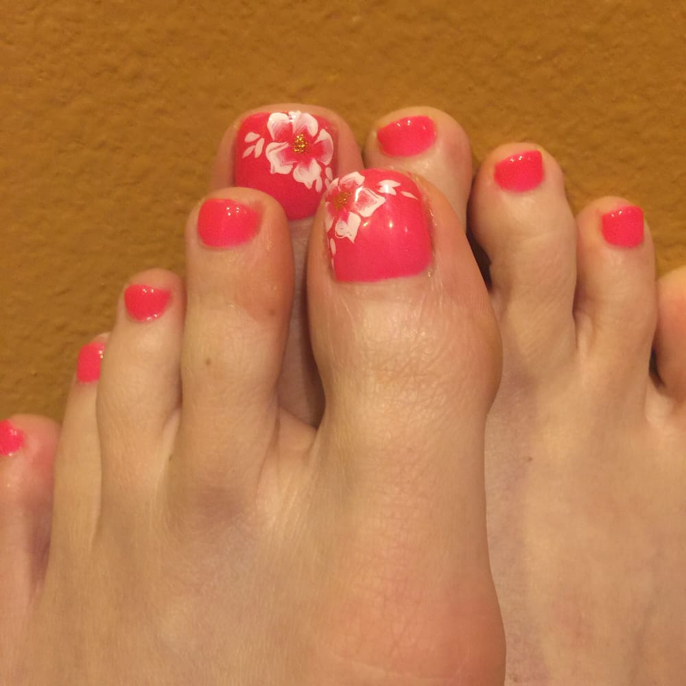 T Spa And Nail Supply: Love The Gel Pedicure With Flower Design. I Totally