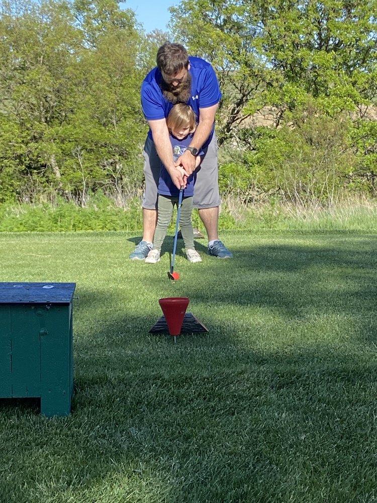 Wabunsee Pines Golf Course: 471 W Flint Hills Dr, Alma, KS