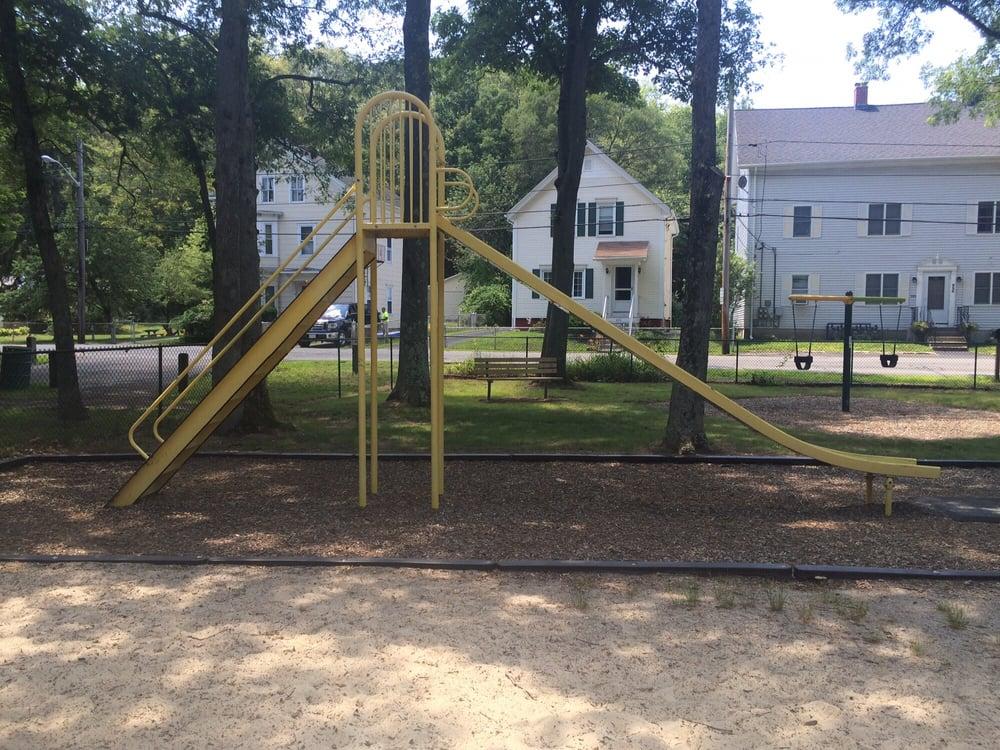 Qinnville Park: 826 Lower River Rd, Lincoln, RI