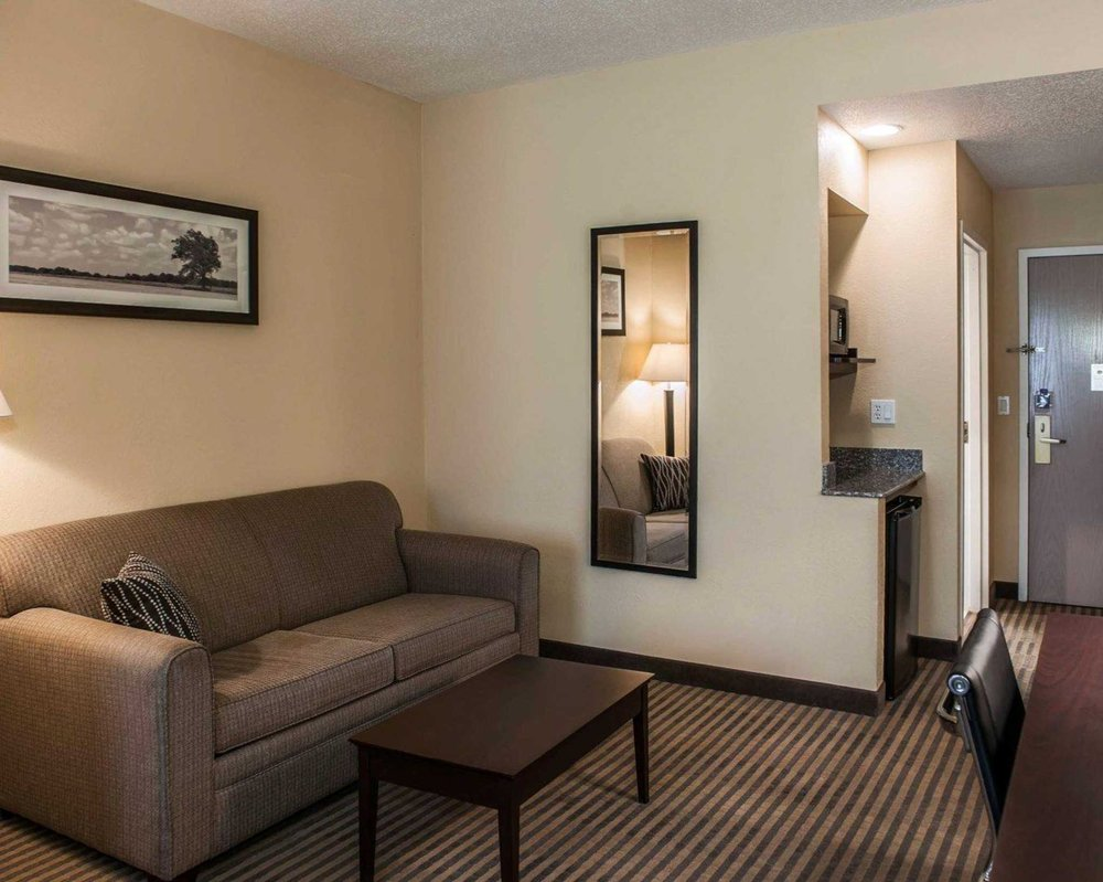 Comfort Suites: 31 Frontage Rd, Lafayette, IN