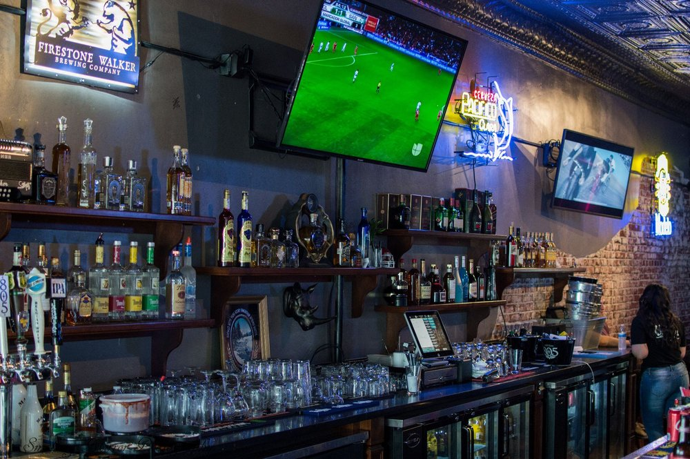 El Viejon Bar: 1261 G St, Reedley, CA